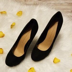 LC Lauren Conrad 5in black platform heels